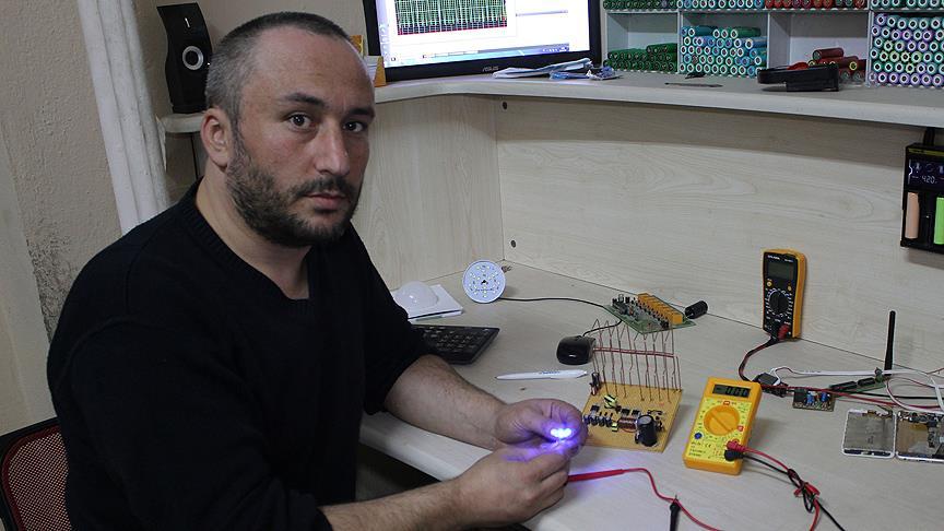 havadaki elektromanyetik dalgaları elektriğe dönüştüren cihaz.jpg