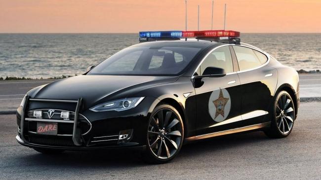 polis arabası tesla.jpg