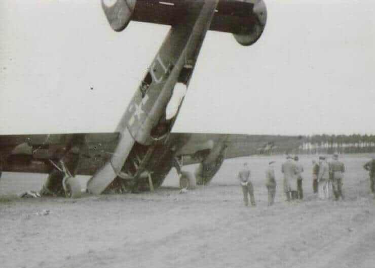 Düşen Uçak