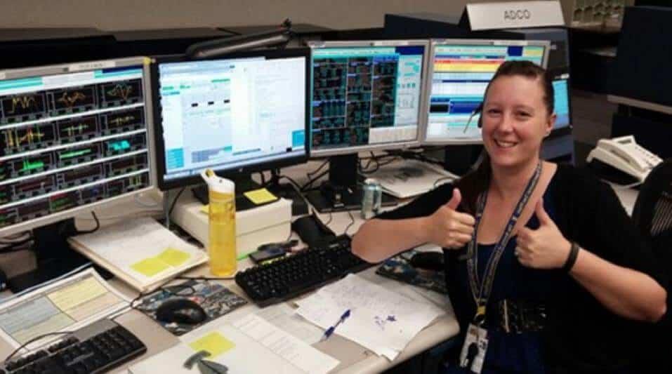 kadın elektronik mühendisi