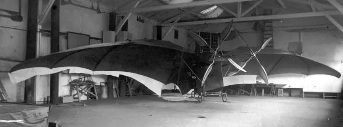 Avion IV